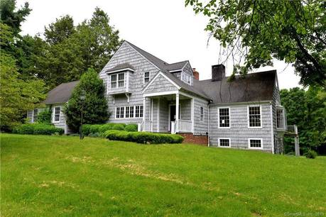 Foreclosure: Single Family Home Sold in Wilton CT 06897. Colonial house near waterfront with 2 car garage.