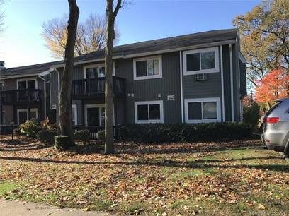 Condo Home For Sale in Bridgeport CT 06606. Ranch house near waterfront with swimming pool.
