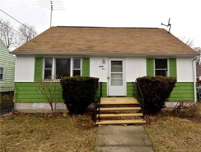 Foreclosure: Single Family Home Sold in Bridgeport CT 06606.  cape cod house near waterfront with 2 car garage.
