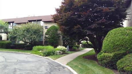 Condo Home Sold in Stamford CT 06905. Ranch house near river side waterfront with swimming pool and 1 car garage.