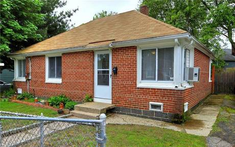 Single Family Home Sold in Bridgeport CT 06610. Ranch house near waterfront.