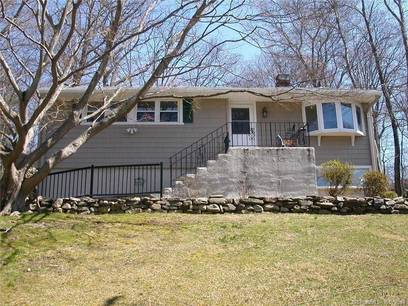 Single Family Home Sold in Stamford CT 06905. Ranch house near waterfront with 1 car garage.