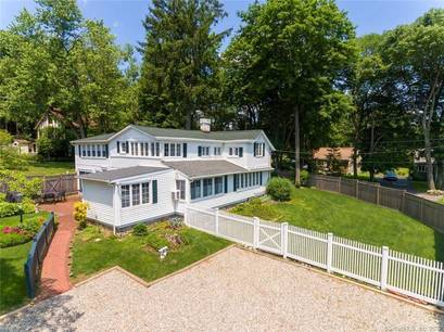 Single Family Home Sold in Stamford CT 06906. Old colonial, antique house near waterfront.