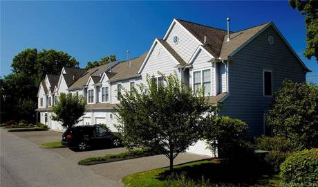 Condo Home For Sale in Stamford CT 06905.  townhouse near waterfront with 1 car garage.