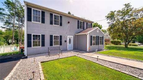 Single Family Home Sold in Bridgeport CT 06604. Colonial house near waterfront.