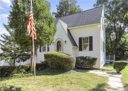 Single Family Home Sold in Stamford CT 06905. Old colonial cape cod house near waterfront with 1 car garage.