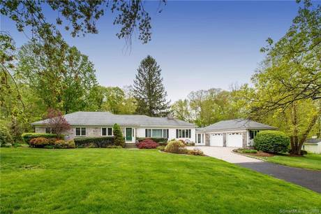 Single Family Home Sold in New Fairfield CT 06812. Ranch house near beach side waterfront with swimming pool and 2 car garage.
