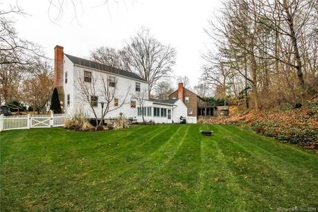 Single Family Home Sold in Fairfield CT 06824. Colonial house near beach side waterfront with 1 car garage.