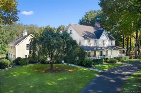 Single Family Home Sold in New Canaan CT 06840. Colonial farm house near waterfront with 3 car garage.