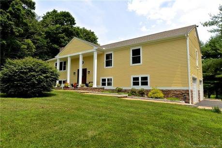 Single Family Home For Sale in Easton CT 06612. Ranch house near waterfront with 3 car garage.
