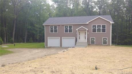 Single Family Home Sold in Brookfield CT 06804. Ranch house near waterfront with 2 car garage.