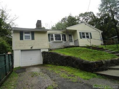 Short Sale: Single Family Home Sold in Newtown CT 06470. Ranch house near waterfront with 1 car garage.