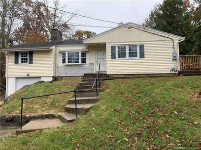 Single Family Home For Sale in Newtown CT 06470. Ranch house near waterfront with 1 car garage.
