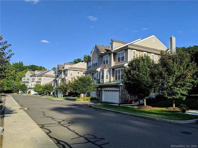 Condo Home For Sale in Danbury CT 06811.  townhouse near waterfront with 2 car garage.
