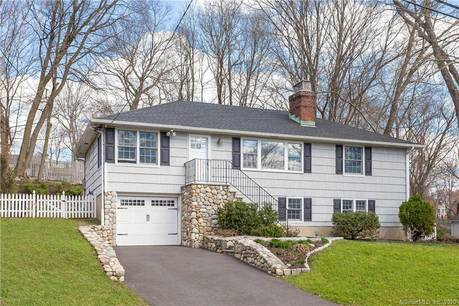 Single Family Home For Sale in Darien CT 06820. Colonial house near beach side waterfront with 1 car garage.