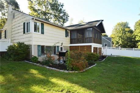 Single Family Home Sold in Norwalk CT 06851. Ranch house near river side waterfront with 1 car garage.