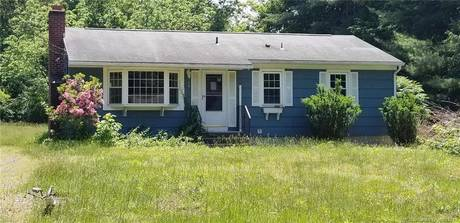 Foreclosure: Single Family Home Sold in Newtown CT 06482. Ranch house near waterfront.