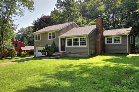 Single Family Home Sold in Newtown CT 06470.  house near waterfront with 1 car garage.