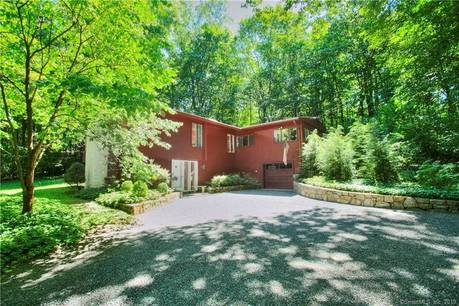 Single Family Home Sold in Westport CT 06880. Contemporary house near waterfront with 1 car garage.