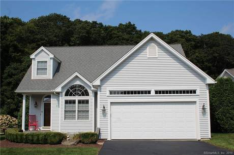 Single Family Home Sold in Shelton CT 06484. Ranch, colonial house near waterfront with 2 car garage.