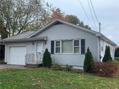 Single Family Home Sold in Stratford CT 06614. Ranch house near beach side waterfront with 1 car garage.