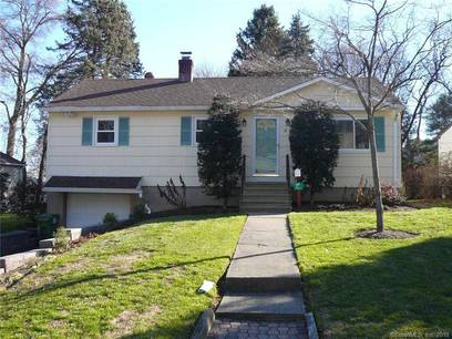 Single Family Home For Sale in Fairfield CT 06825. Ranch house near waterfront with 1 car garage.
