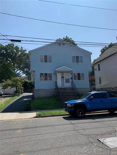 Single Family Home Sold in Bridgeport CT 06610.  house near beach side waterfront.