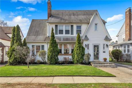 Single Family Home Sold in Stratford CT 06614. Old colonial house near lake side waterfront with 2 car garage.