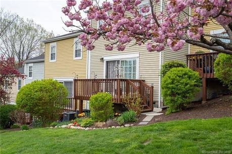 Condo Home Sold in Danbury CT 06810.  townhouse near waterfront with swimming pool.