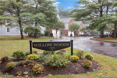 Condo Home Sold in Norwalk CT 06850. Ranch house near beach side waterfront with swimming pool.