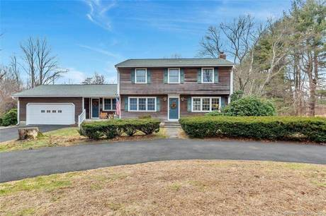 Single Family Home For Sale in Monroe CT 06468. Colonial house near waterfront with swimming pool and 2 car garage.