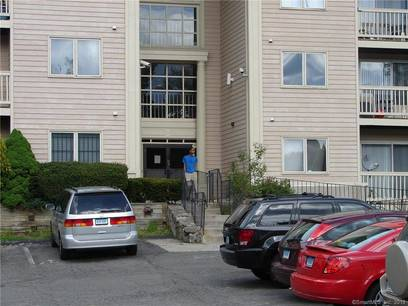 Condo Home For Rent in Bridgeport CT 06606.  house near waterfront.