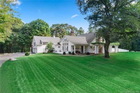 Single Family Home Sold in New Canaan CT 06840. Old colonial house near waterfront with swimming pool and 3 car garage.