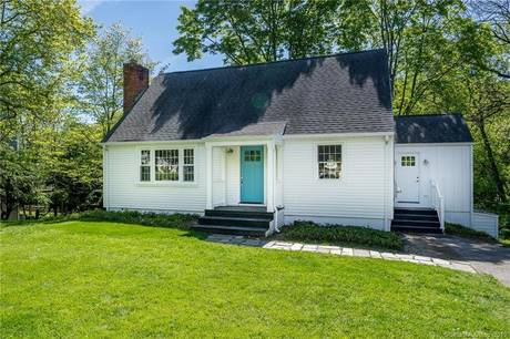 Single Family Home Sold in Fairfield CT 06890.  cape cod house near beach side waterfront.