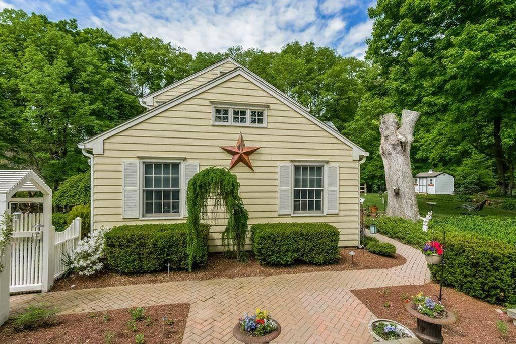 Single Family Home Rented in New Fairfield CT 06812. Colonial house near waterfront with 2 car garage.
