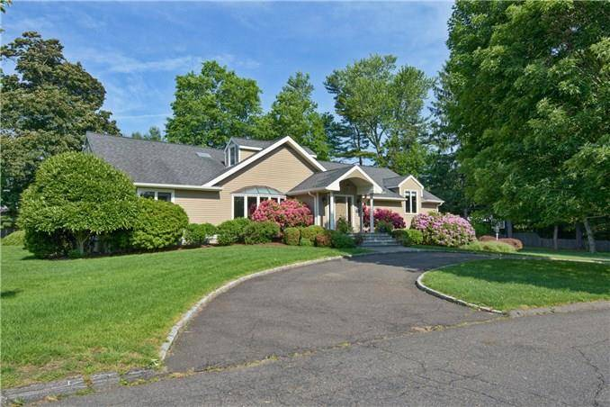 Mansion Sold in Norwalk CT 06855. Big contemporary, ranch house near beach side waterfront with swimming pool and 2 car garage.