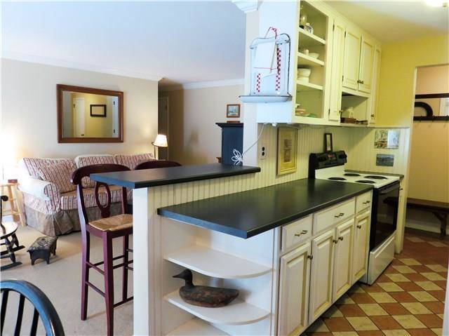 Condo Home Rented in Norwalk CT 06851. Ranch house near beach side waterfront with swimming pool.