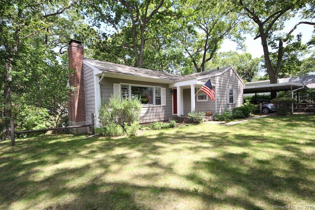Single Family Home Rented in Norwalk CT 06854. Ranch house near beach side waterfront with 1 car garage.