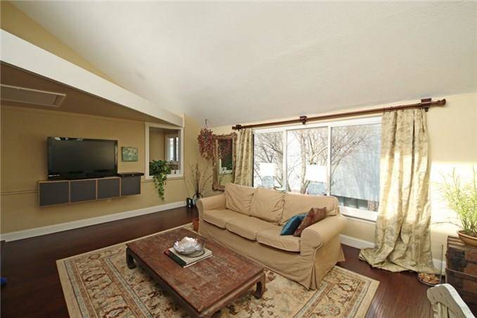 Condo Home Sold in Ridgefield CT 06877. Ranch house near beach side waterfront with swimming pool.