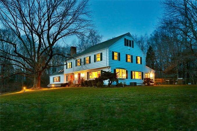 Single Family Home Sold in Easton CT 06612. Colonial house near lake side waterfront with swimming pool and 2 car garage.