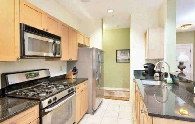 Condo Home Rented in Norwalk CT 06854. Ranch house near beach side waterfront with 1 car garage.