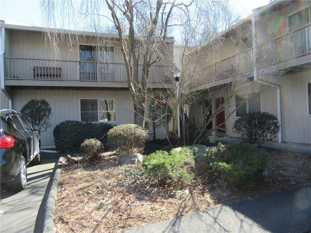 Condo Home Rented in Norwalk CT 06851. Ranch townhouse near beach side waterfront with swimming pool.