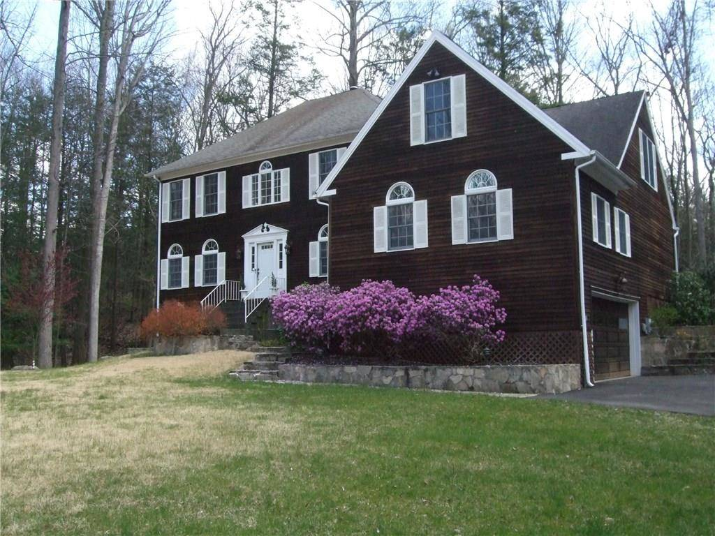 Single Family Home Sold in Danbury CT 06810. Colonial house near waterfront with 5 car garage.
