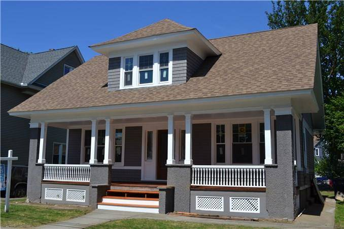 Single Family Home Sold in Bridgeport CT 06605. Old colonial house near beach side waterfront with 2 car garage.
