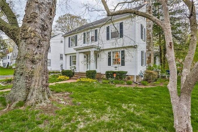 Single Family Home Sold in Bridgeport CT 06604. Old colonial house near river side waterfront with 2 car garage.