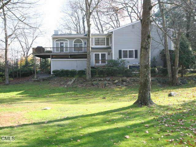Single Family Home Rented in Greenwich CT 06831. Ranch chalet house near beach side waterfront with swimming pool and 2 car garage.