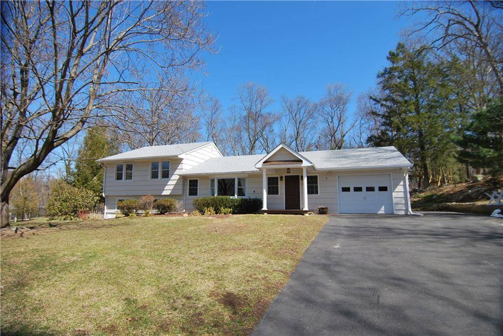 Single Family Home Rented in Brookfield CT 06804.  house near waterfront with 1 car garage.