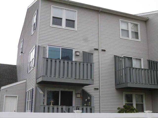 Foreclosure: Condo Home Sold in Bridgeport CT 06605. Ranch house near waterfront.