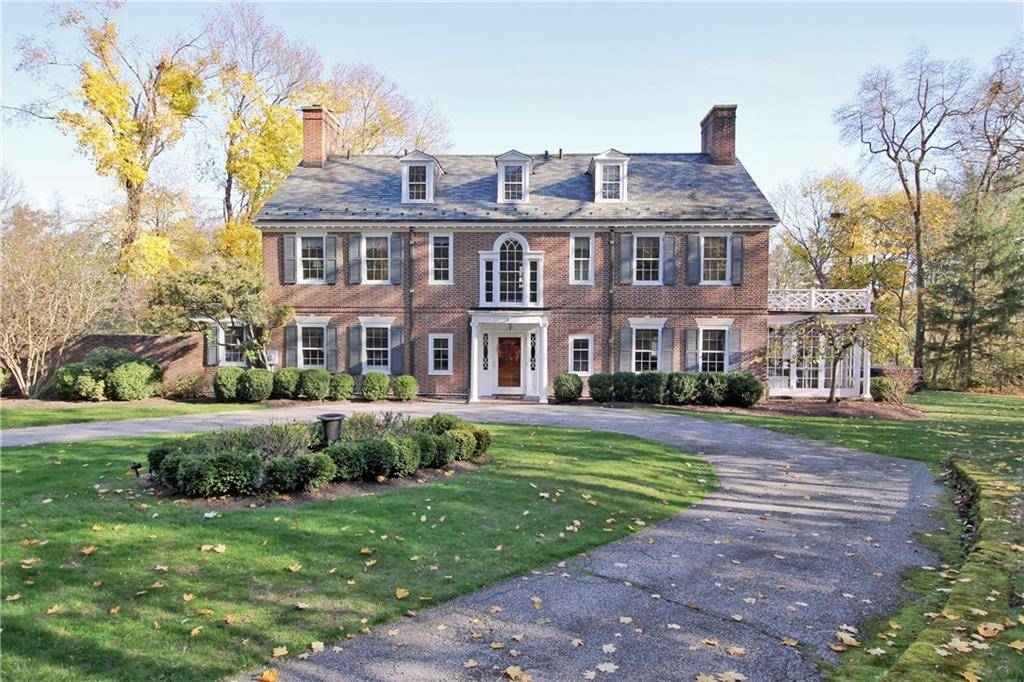 Single Family Home Sold in Fairfield CT 06825. Old colonial, georgian house near beach side waterfront with 2 car garage.