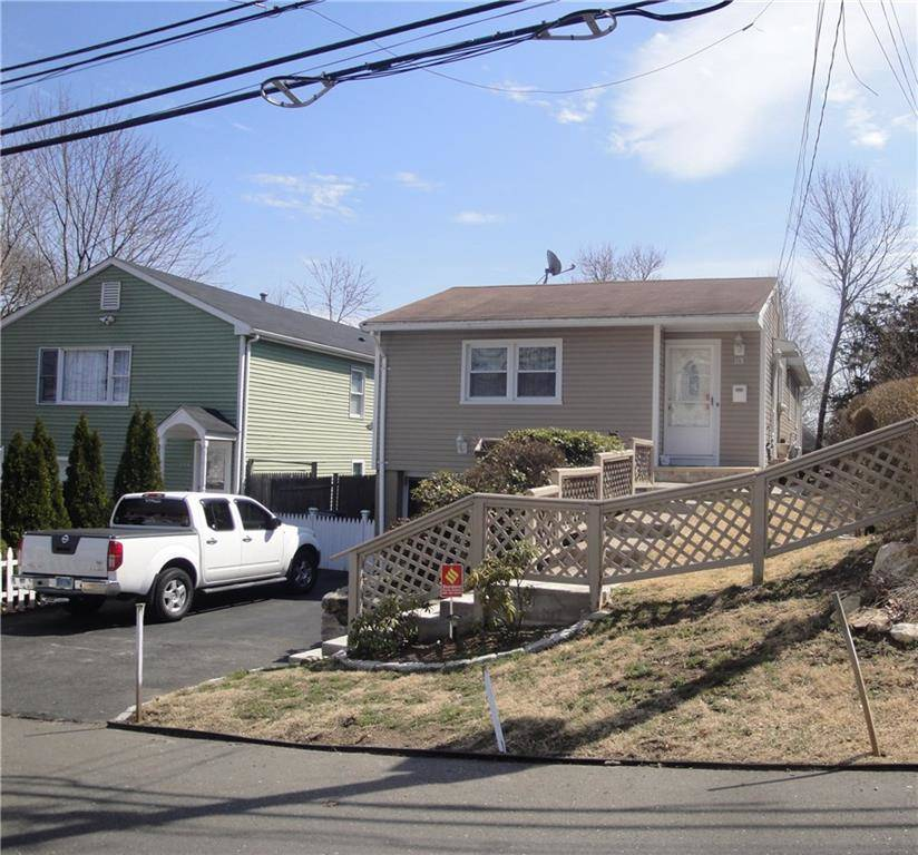 Single Family Home Sold in Bridgeport CT 06606. Ranch house near waterfront with swimming pool and 1 car garage.